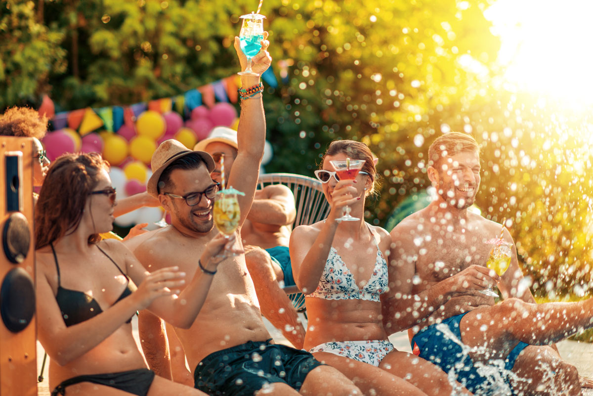 How to organize a themed pool party